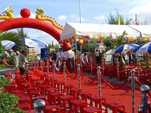 Cho thue tru inox , hàng rao barrier